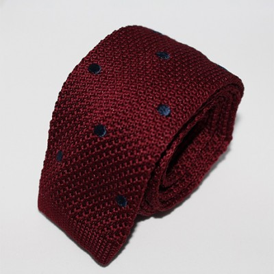 Cravate tricot bordeaux points bleus